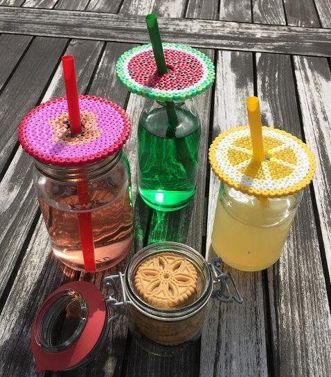 Perlede lokk i frukt-tema til glass med hull til sugerør
